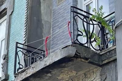 В Ставрополе обрушилась ограда с балкона старинного особняка