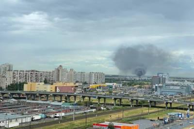 В Санкт-Петербурге произошел серьезный пожар площадью 1,5 тыс. кв. м