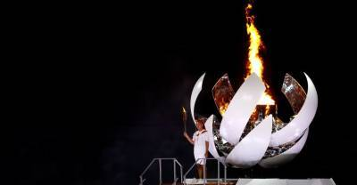 На стадионе в Токио зажгли олимпийский огонь