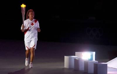 Осака зажгла олимпийский огонь на церемонии открытия