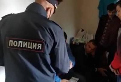 В ходе рейда в Калининском районе Петербурга полицейские задержали 36 нелегалов