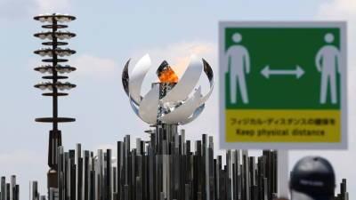 Копию чаши с олимпийским огнём установили на мосту в Токио