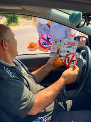 В Смоленском районе полицейские раздавали водителям мандарины
