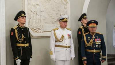 Шойгу открыл в Петербурге барельеф в честь победы над Турцией