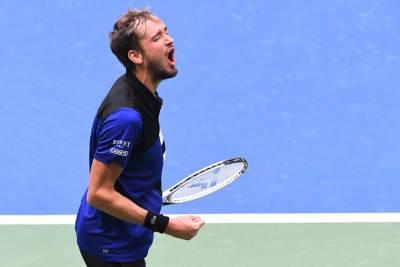 Даниил Медведев пробился в 1/8 финала Олимпийских игр
