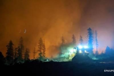 Лесные пожары распространились уже на 12 американских штатов