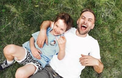 «На маму похож!»: Дмитрий Шепелев впервые опубликовал фотографии подросшего сына Жанны Фриске
