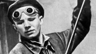 Иркутской школе, где работала первая учительница Гагарина, присвоили имя космонавта
