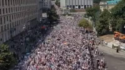 На крестный ход УПЦ в Киеве пришло 350 тыс., ПЦУ от хода отказалась