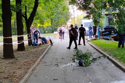 Два человека пострадали в ДТП с автобусом у здания МГУ в Москве