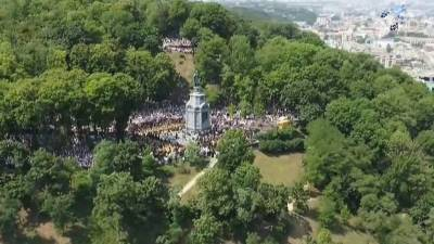 Сотни тысяч паломников провели в Киеве крестный ход по случаю годовщины Крещения Руси
