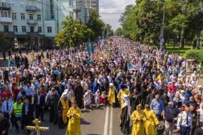 Более 350 тысяч верующих приняли участие в крестном ходе УПЦ ко Дню Крещения Руси