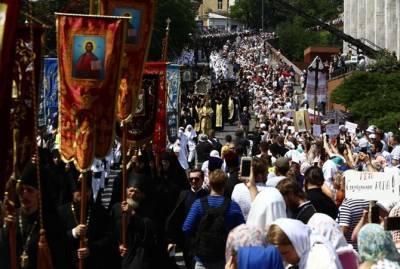 Крестный ход: верные Украинской Православной Церкви явили миру подвиг веры