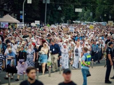 Зеленский о крестном ходе в Киеве: Я не увидел коммуникации от властей Киева, все должны были идти в масках