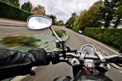 При столкновении мотоцикла с «Нивой» в Якутии погибли два подростка