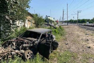 Легковушка попала под следующий из Петербурга в Севастополь поезд