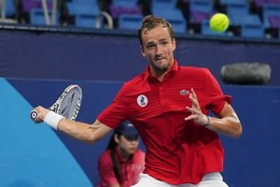 Российский теннисист Медведев вылетел с Олимпиады