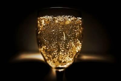 Союз виноделов России назвал шантажом приостановку ввоза французского шампанского