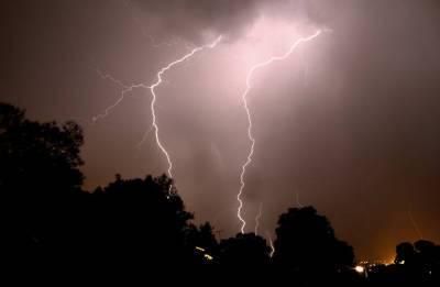 Шаровая молний запуталась в проводах в Санкт-Петербурге — видео