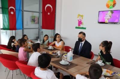 Первый заместитель министра здравоохранения Азербайджана Теймур Мусаев навестил детей из семей шехидов (ФОТО)