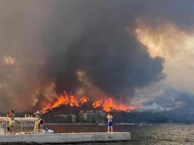 Дороги закрыты, отдыхающим рекомендуют оставаться в отеле, - туристка из Украины рассказала о пожарах в Турции