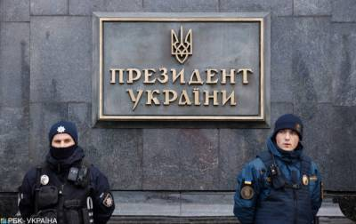 В Киеве возле Офиса президента проверяют подозрительный предмет