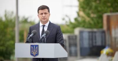 Зеленский опомнился: говорит, что подписанный им закон о нацсопротивлении неконституционен