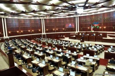 В Азербайджане созывают внеочередную сессию парламента