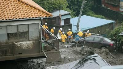 Два человека погибли и 20 пропали без вести на месте оползня в Японии