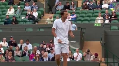 Медведев выиграл Чилича в третьем круге Уимблдона