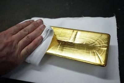 Золото продолжает дорожать на ослаблении доходности гособлигаций США