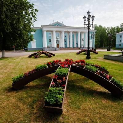 Александр Дрозденко показал благоустроенный Бокситогорск и пожелал хорошей недели