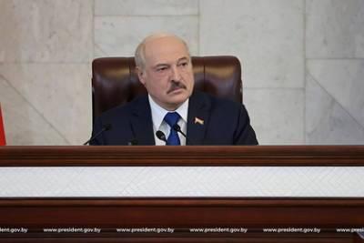 Лукашенко счел санкции шантажом в международном масштабе и заговорил о войне