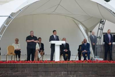 Зеленский в Вильнюсе принял участие в праздничных мероприятиях по случаю Дня государственности Литвы