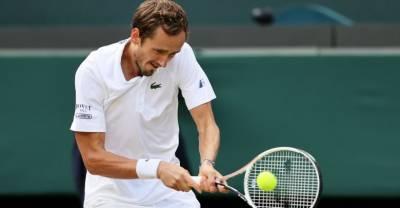 Матч длиной в два дня: Даниил Медведев потерпел поражение в 1/8 финала Уимблдона