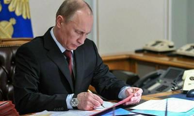 Владимир Путин подписал закон о внесудебном удалении из интернета порочащей честь информации