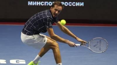 Медведев неожиданно проиграл Хуркачу и не сумел выйти в четвертьфинал Уимблдона