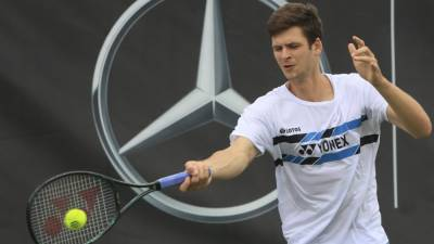 Хуркач обыграл Медведева и впервые вышел в 1/4 финала Уимблдона