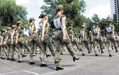 В Минобороны разработали женские туфли для парада