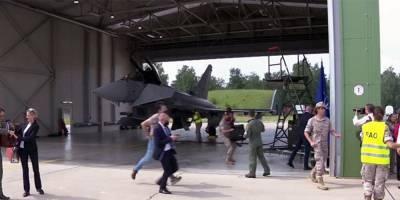 """В Литве военные разогнали встречу президента с премьером Испании из-за """"вторжения"""" ВВС России"""