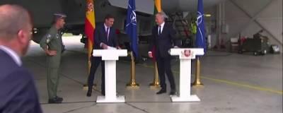 Брифинг премьер-министра Испании в Литве прервали из-за полета Су-24 ВВС России