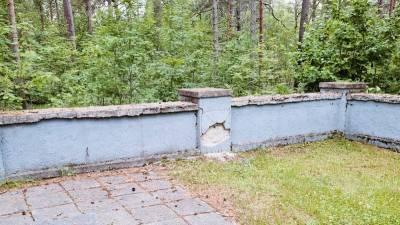 Еврейская община попросила минкульт Эстонии отремонтировать пострадавший от шторма мемориал Холокоста