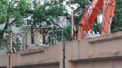 Застройщик: Дом на Васильевском острове не получал новые трещины от строительства по соседству