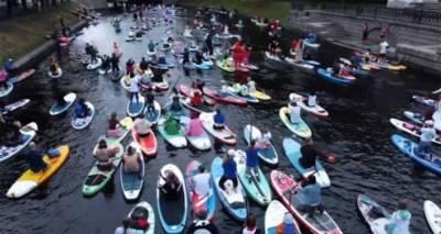 Фестиваль сапсерфинга прошел в Санкт-Петербуге. Видео