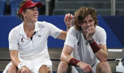 Российские теннисисты взяли золото и серебро в турнире смешанных пар на ОИ в Токио