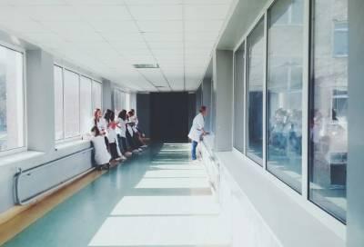 Пациент одной из больниц Петербурга ранил ножом двух пожилых мужчин