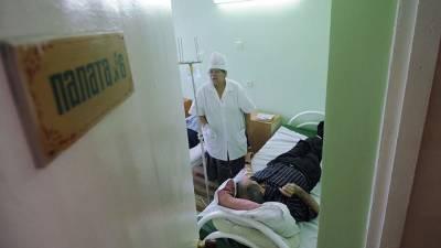 Мужчина напал с ножом на двух пенсионеров в больнице Петербурга