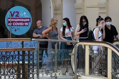 В Минобрнауки призвали вузы обеспечить равные права студентам с прививкой и без