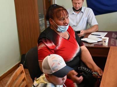 В Смоленской области мать-одиночка без прописки лишилась дома и копит долги за услуги ЖКХ