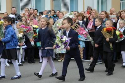 Петербургским школам разрешили проводить линейки на 1 сентября с родителями